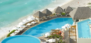 "ME CANCUN OFFERS ""POOCH 'PAWTY' WEEKEND PACKAGE"""